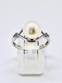 Gold ring with pearlWilma