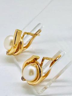Rose gold pearl earringsAnnika